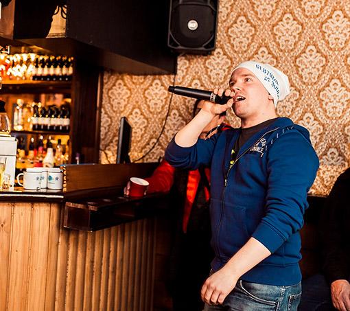 Pikkujouluohjelmaa karaoke