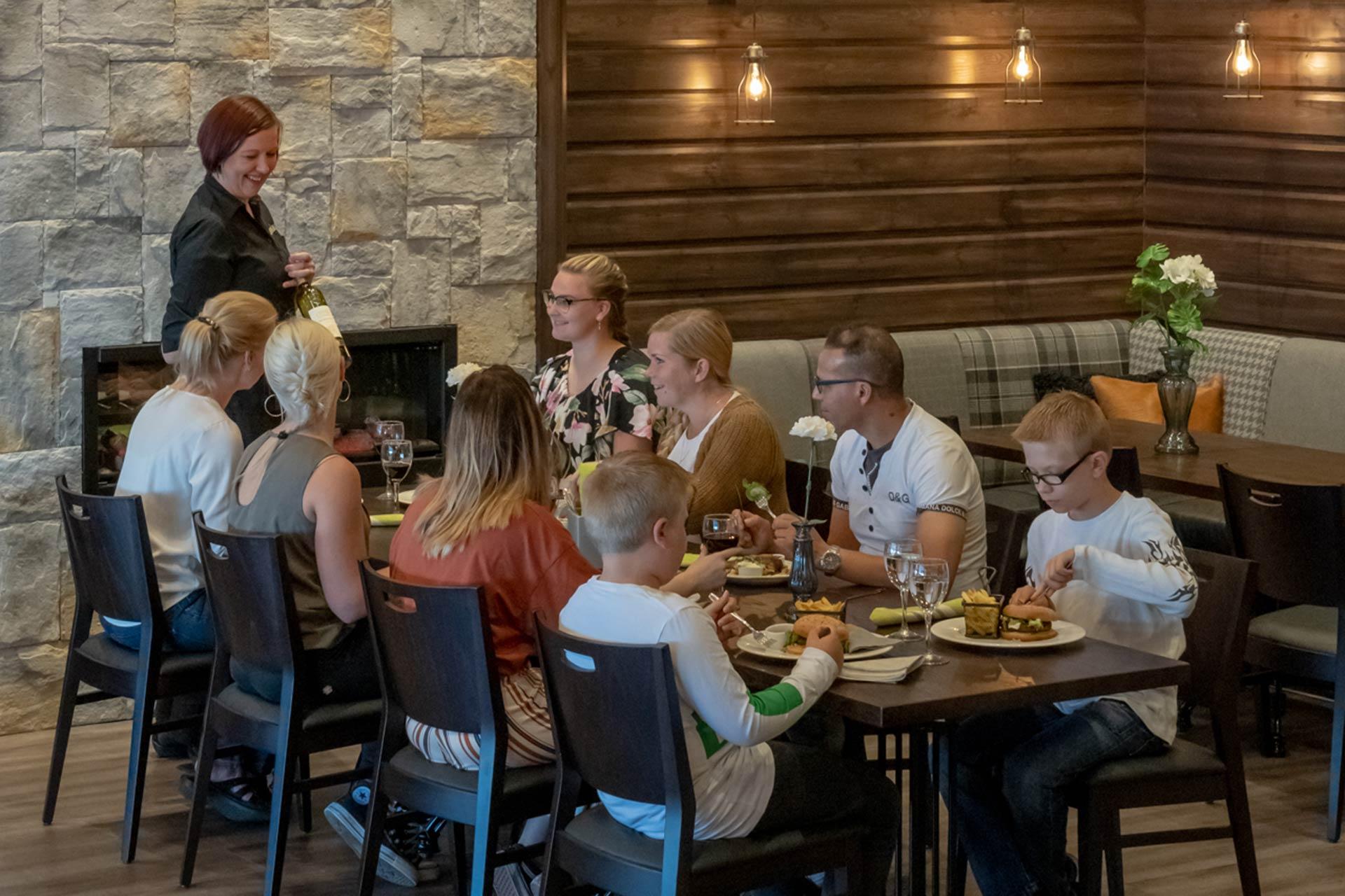ruokailu ravintola Himoksella